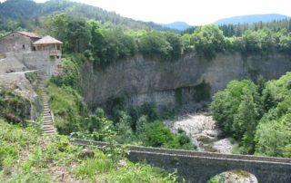 Fabras :  Belvedère et coulée basaltique