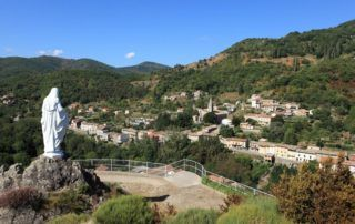 St Pierre de Colombier : Village et calvaire