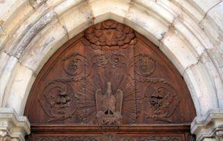 St Pierre de Colombier : tympan de l'église