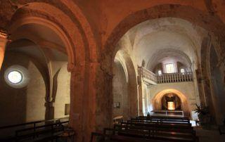 Église romane et calvaire de Nieigles
