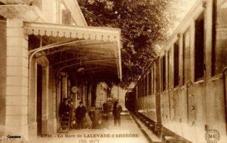 Lalevade - Photo de voyageurs sur l'ancien chemin de fer