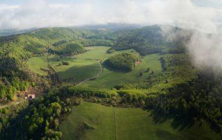 Montpezat-sous-Bauzon - La Vestide du Pal vue en ULM