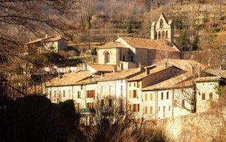 Burzet - Le village sur la Bourges-zoom église ©S.BUGNON