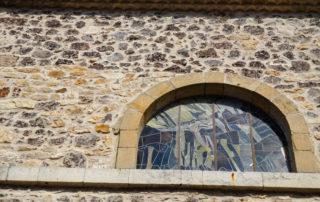 Thueyts---Vitrail-extérieur-église-st-Jean-Baptiste-©Maëva-Lopez