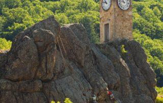 Burzet - Tour de l'horloge avec escaladeurs ©S.BUGNON