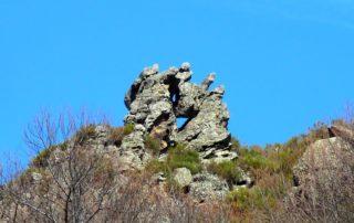 Mayres - Le rocher troué ©OTASV