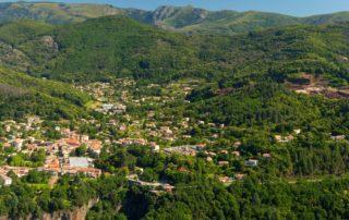 Thueyts - Le village et la vallée de l'Ardèche vus de Bouchard-zoom avec vue gravenne